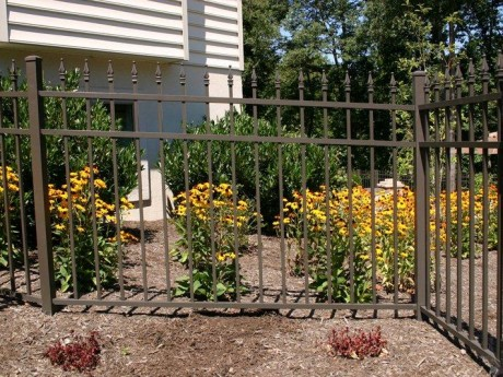 Bronze Aluminum Fence With Quod Finials