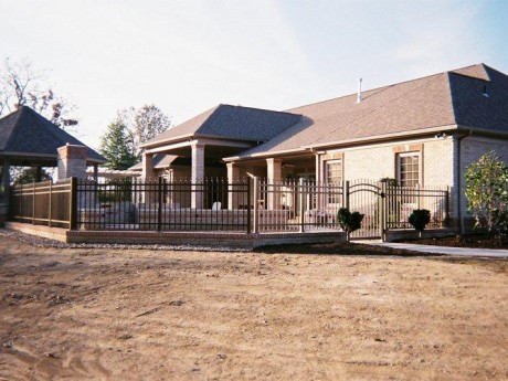 2148 Aluminum Fence With Arched Gate