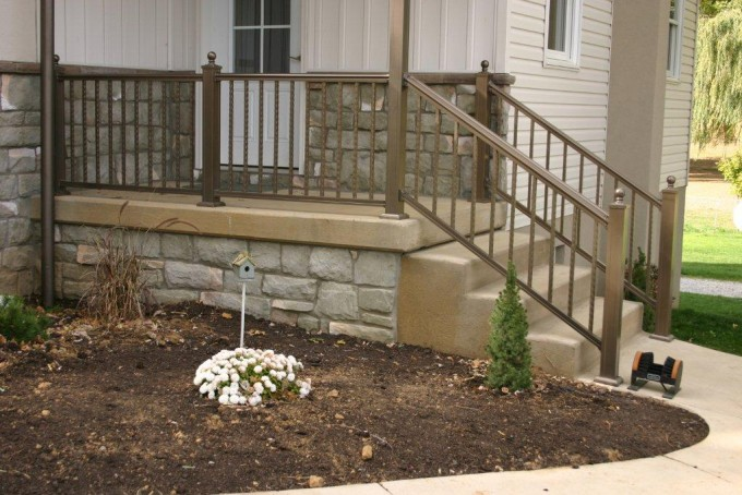Aluminum Hammered Railing, Bronze