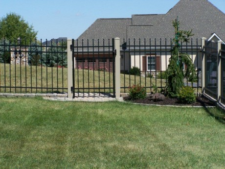 Aluminum Fence With Vinyl Posts