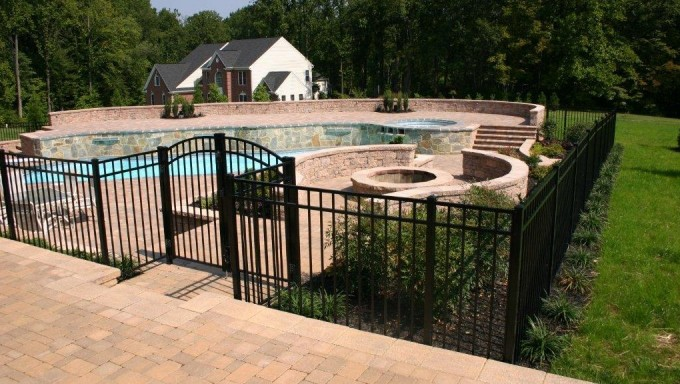 2354 Aluminum Fence With Arched Gates