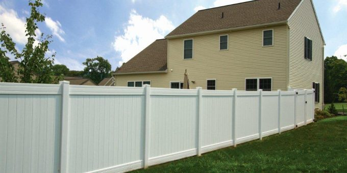 Harrisonburg DIY Homeowners Choose Dutch Way For Fencing Materials.