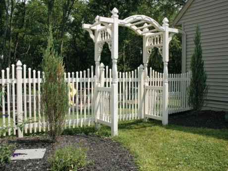 Attractive Gate With Arbor
