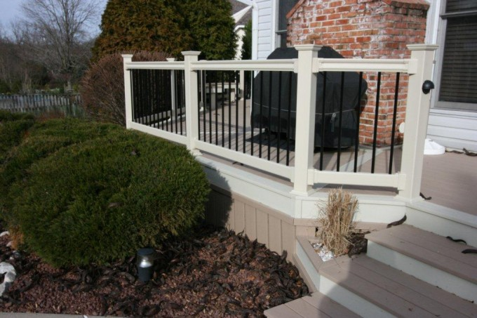 Contrast Deck Railing With Many Color Options