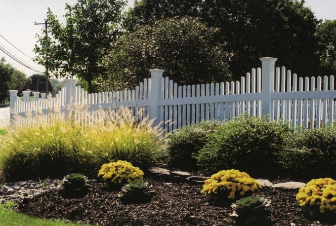 New England Concave Picket Fence