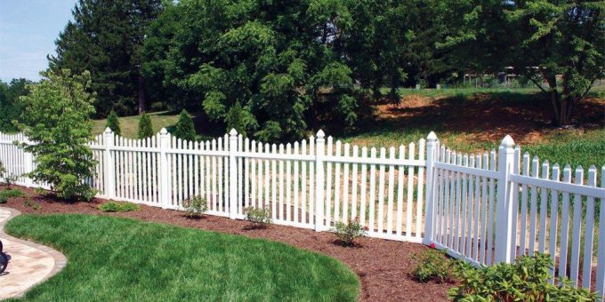 Chain Link Fence Vs. Vinyl and Aluminum: How to Choose