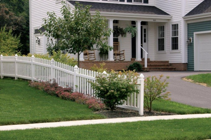Concord Fence With 3″ Picket